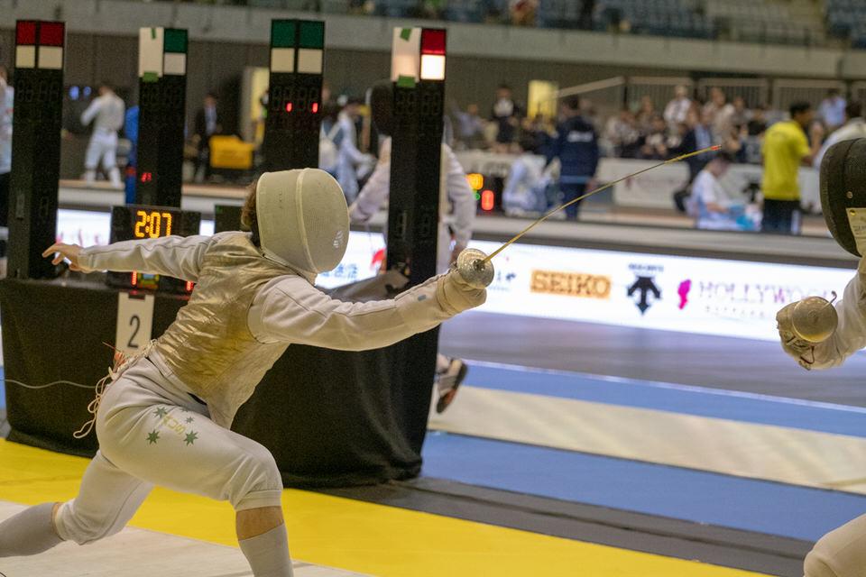 Fencer lunging