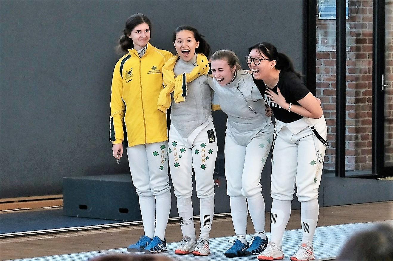 women foil team